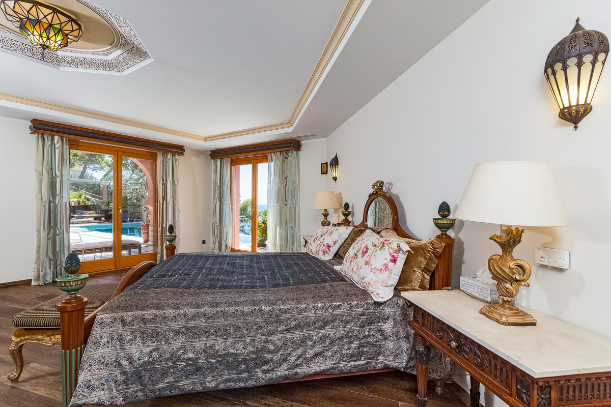 luxury villa in the cala marmacen with direct sea access-purchase, Schlafzimmer entwurf