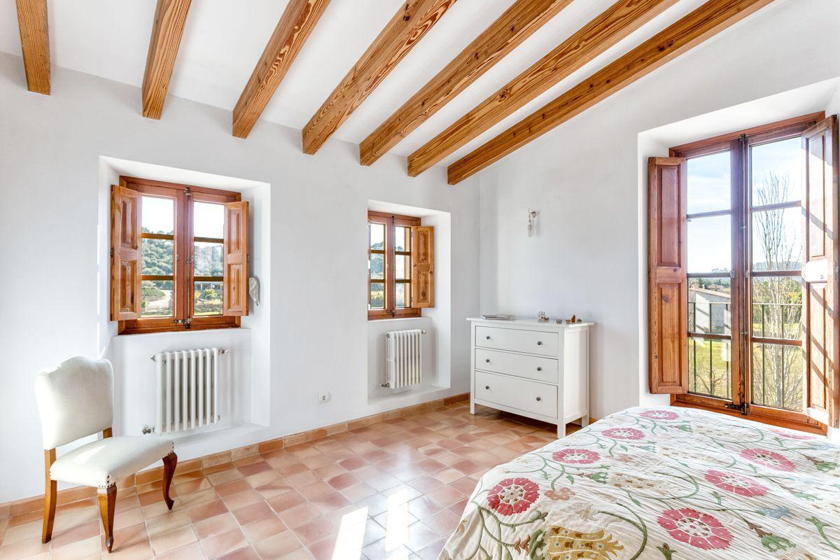 Idyllisch gelegene Steinfinca mit Gästehaus und Poolmöglichkeit in ...