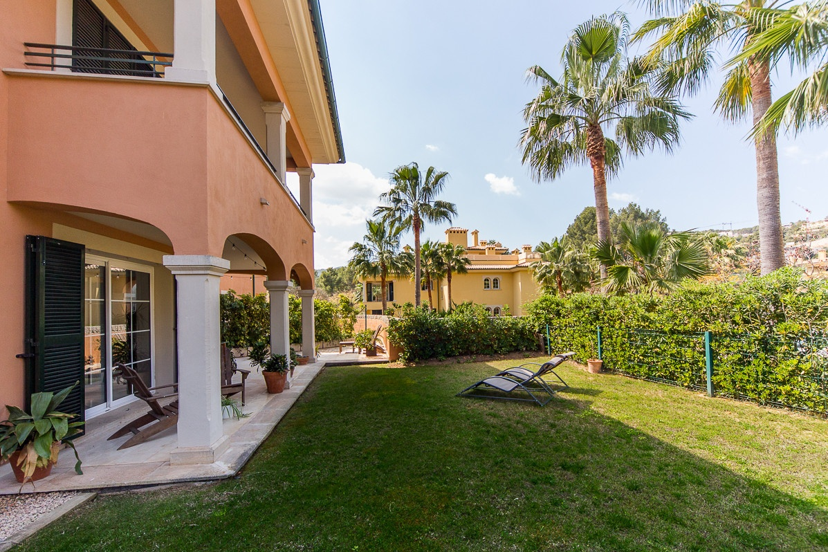 Luxury ground floor apartment with a garden in Son Vida purchase