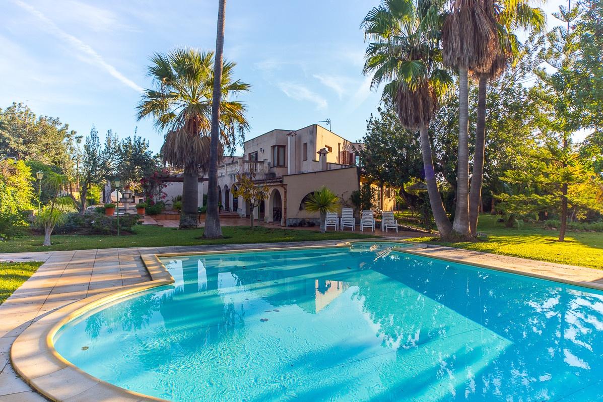 Minimalistische Luxusvilla mit Pool und Garten in Sa Planera zum Kauf