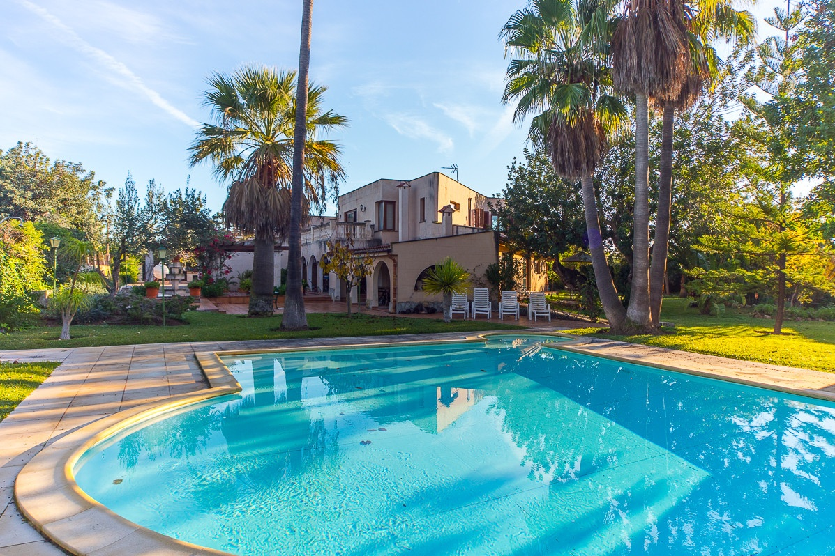 villa mit garten und pool villa simone sunnyholidaysvillas