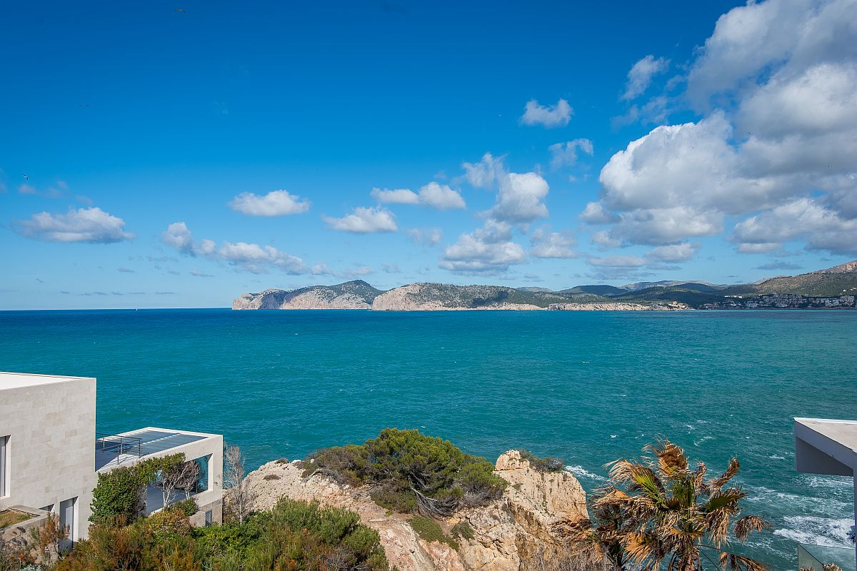 Modern villa on the first sea line in Santa Ponsa - purchase