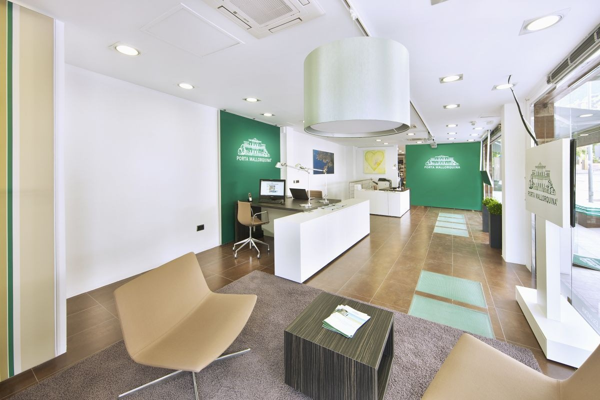 Bright office directly at the entrance to Port Andratx-for rent