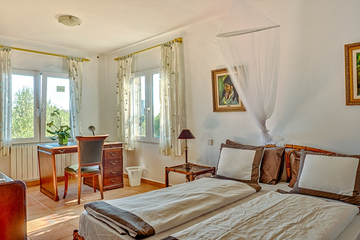 enchanting villa on the 1st sea line in cala murada-purchase, Schlafzimmer entwurf