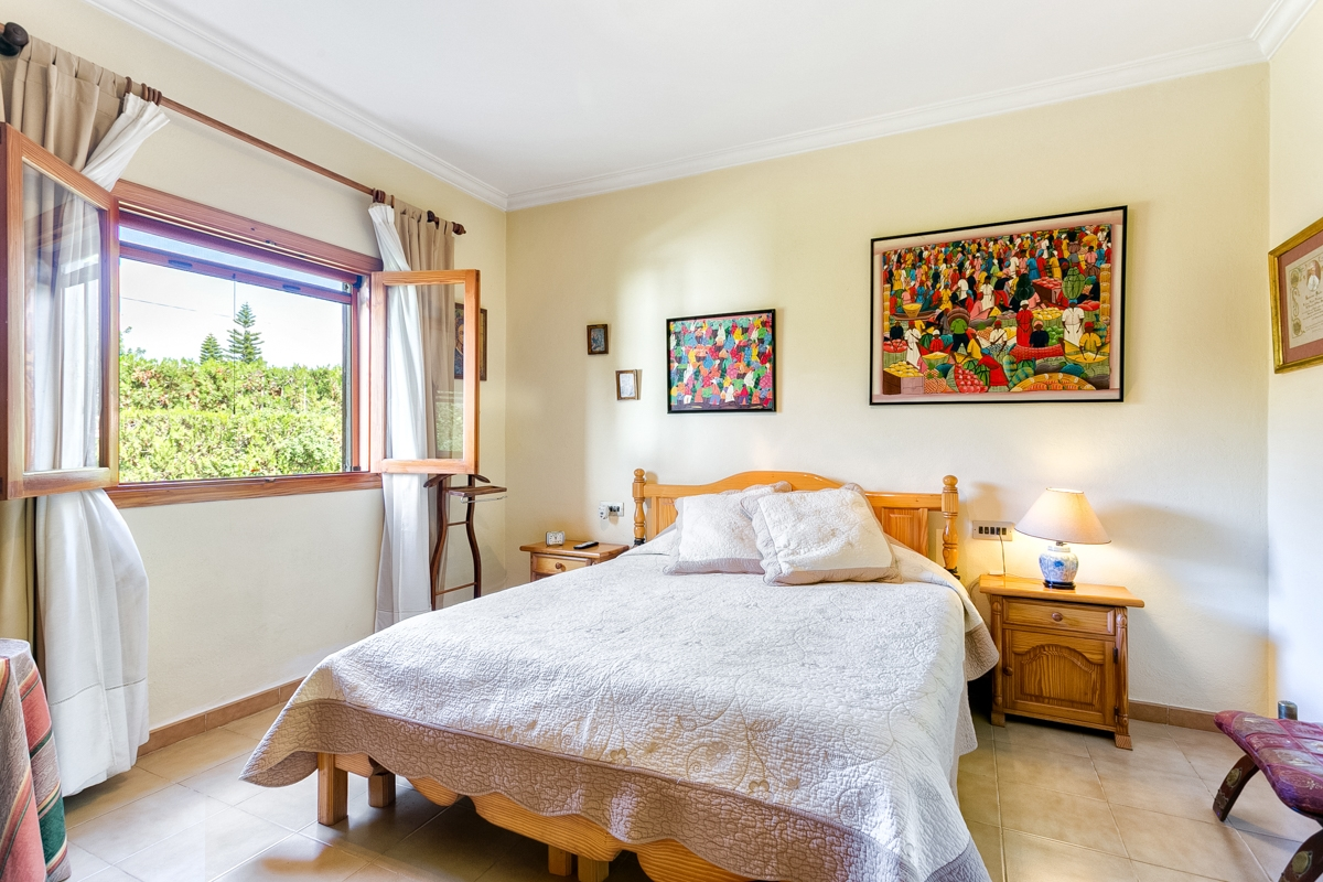 ... Vintage Villa With Pool And Sports Field In Es Garrovers Purchase  Wohnzimmer Holzwand ...