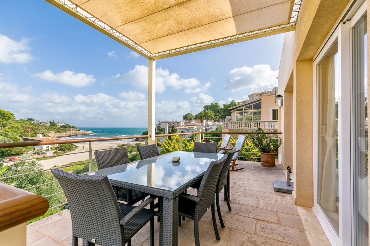 Wonderful villa right on the beach with private beach access-purchase