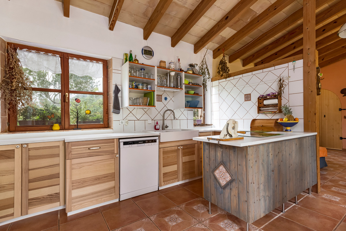 Ecology and building biology! Spacious finca with guest apartment ...