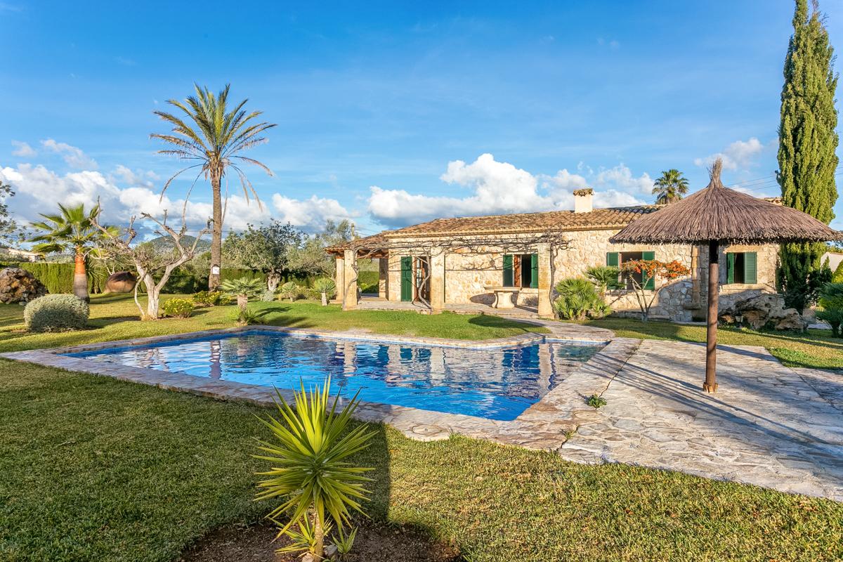 Beautiful Villa Mit Garten Und Pool Pictures House Design Ideas ...