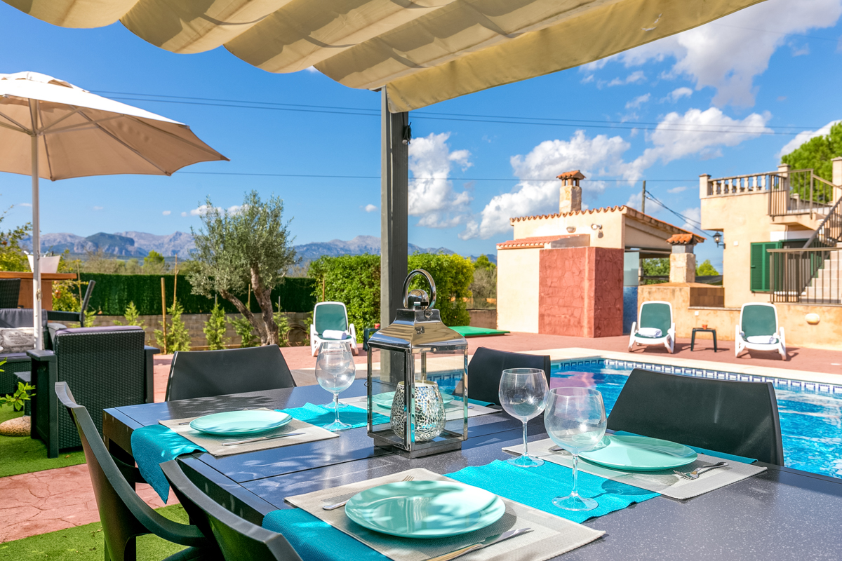 Quietly situated finca with garden and pool and panoramic views of ...