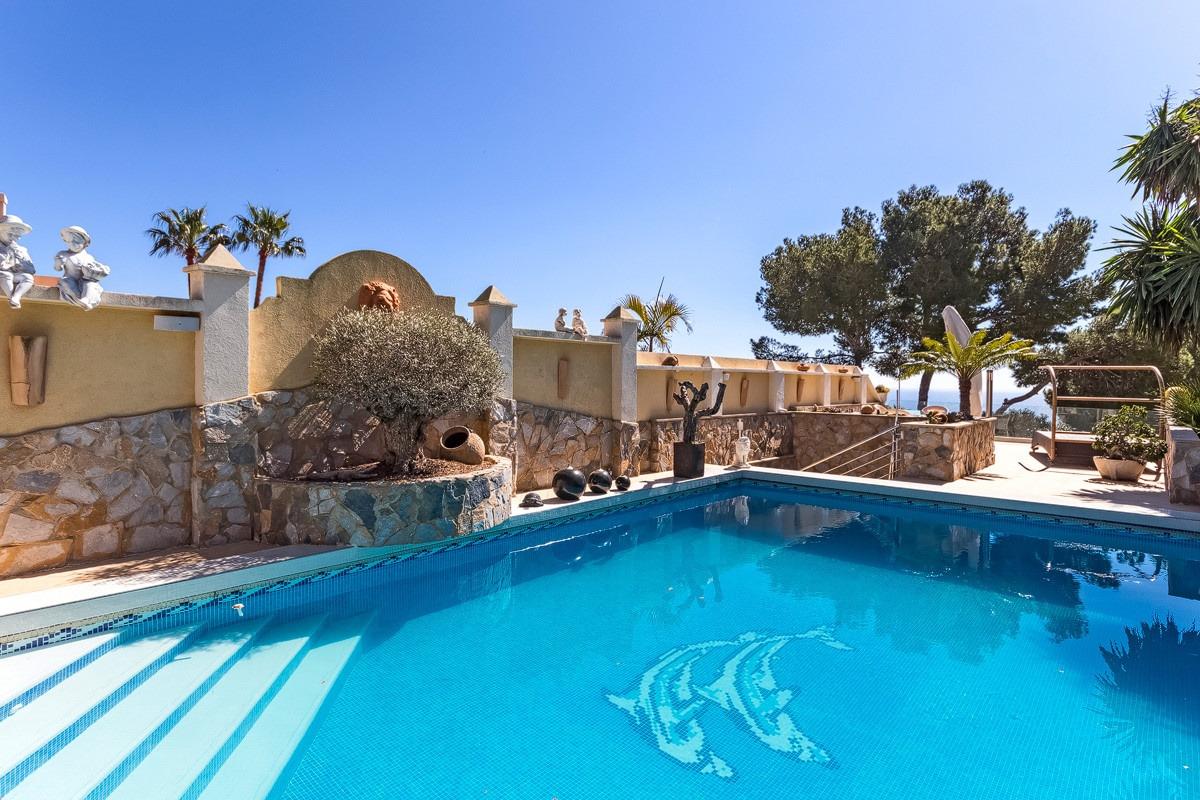 Spectacular villa with sea views as far as the bay of Palmanova-purchase