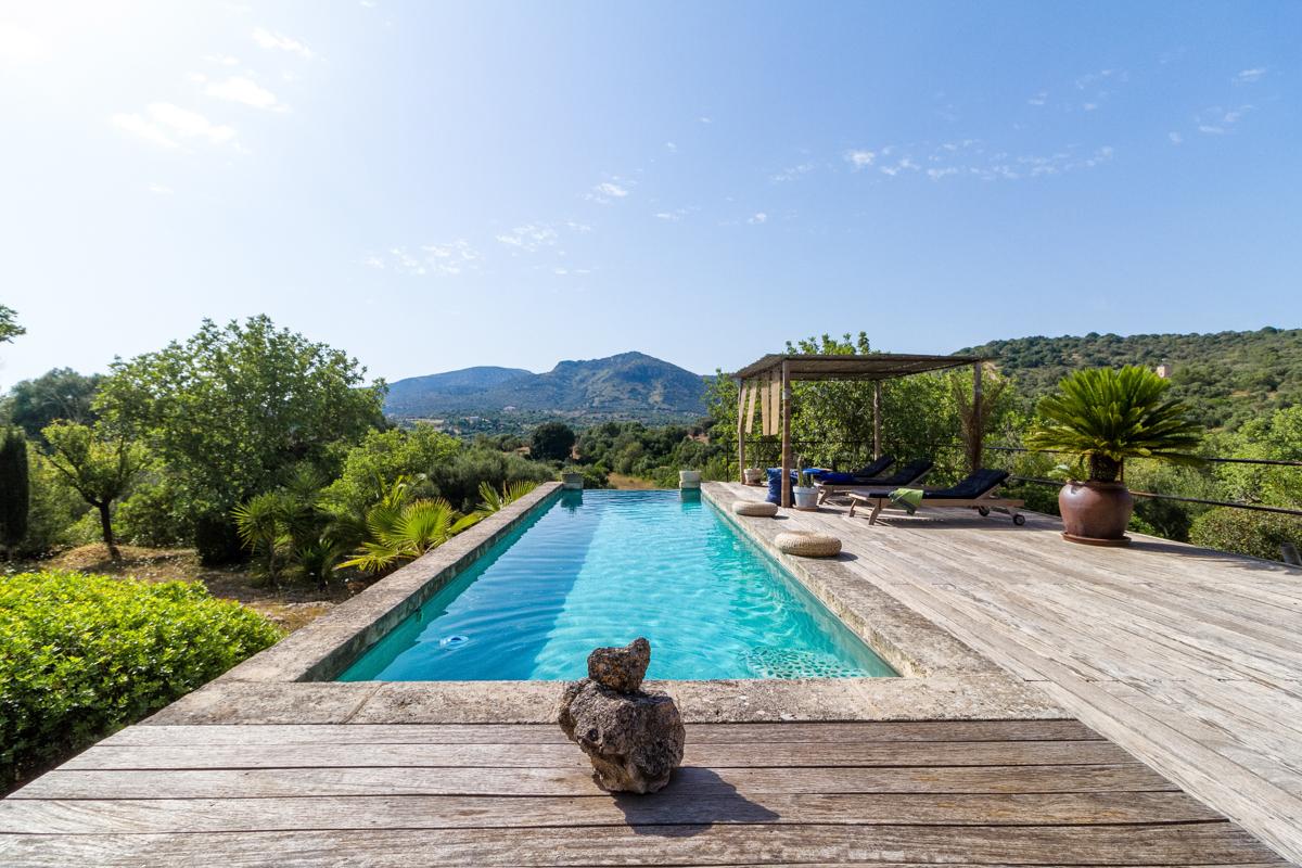 Luxurious, loft-like finca property near San Lorenzo-purchase